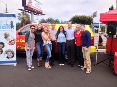 Leann Rimes with the Miracles for Kids, Jiffy Lube, and Go Country 104 teams!