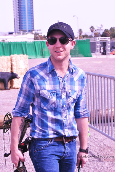 Justin Moore is ready to aim!