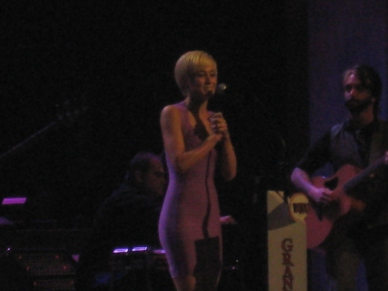 Kelly Pickler opening the Opry.