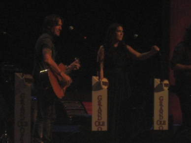 Kree Harrison playing with Keith Urban.
