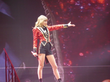 Taylor_Swift_-_Red_Tour_19